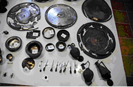 Загальна вага срібного посуду досягає 35 кг